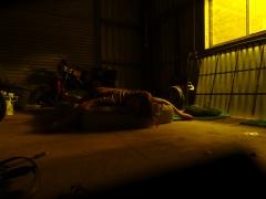 Première nuit chez les locaux (plutôt dans leur garage).